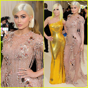 Kylie Jenner Is a Beauty in Versace at Met Gala 2017!