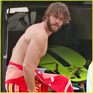Liam Hemsworth Towels Off After Surfing Session!