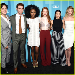 Cole sprouse lili reinhart entire riverdale cast hit up cw cole sprouse lili reinhart entire riverdale cast hit up cw upfronts together m4hsunfo Images