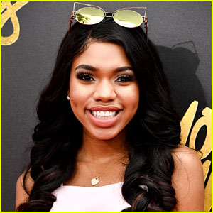 Teala Dunn's Psychedelic Platforms at the MTV TV & Movie Awards 2017 Are So Cute