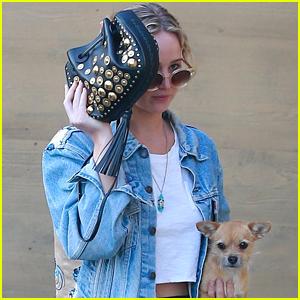 Jennifer Lawrence Grabs Dinner with Boyfriend Darren Aronofsky in Malibu