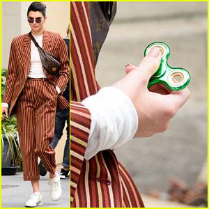 Kendall Jenner Shops with Her Fidget Spinner in Hand!