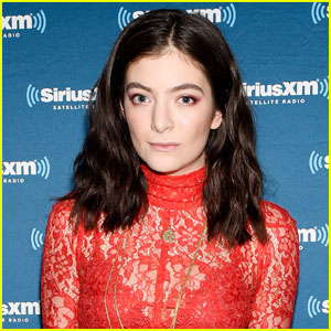 Lorde is Sorry For Mentioning Autoimmune Diseases in Reference to Taylor Swift Friendship