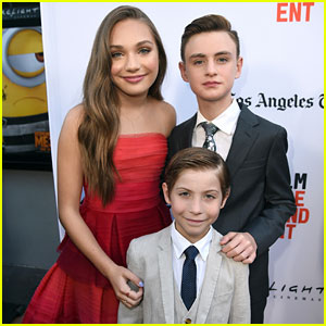 Maddie Ziegler, Jaeden Lieberher, & Jacob Tremblay Team Up for 'Book of Henry' Premiere!