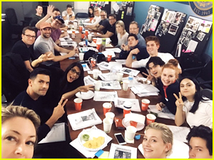 'Riverdale' Cast Holds Their First Table Read & Fans Are Freaking Out Over Bughead
