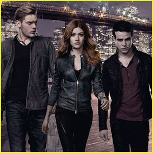 Clary Has To Choose Between Simon & Jace on Tonight's 'Shadowhunters'