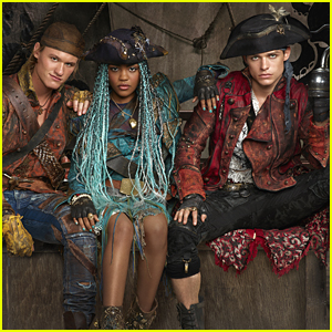China Anne McClain Describes Thomas Doherty's 'Method' Acting For