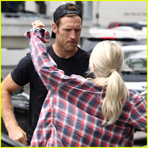 Julianne Hough Gives Her #MCM Brooks Laich a Kiss!