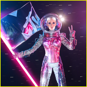 Katy Perry Dresses As Moonman To Announce 2017 MTV VMAs Hosting Gig