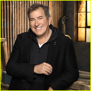 Kenny Ortega Reflects On Impact of 'High School Musical' & 'Descendants'