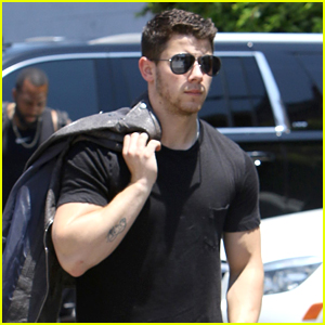 Nick Jonas is Looking Hot in Hollywood!