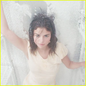 Selena Gomez Debuts 'Fetish' Music Video - Watch Here!