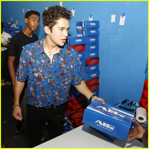 Austin Mahone Donates Over 100 Pairs of Shoes to Kids in South Florida