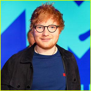 Ed Sheeran Poses for Photos at VMAs 2017 Ahead of Big Performance!
