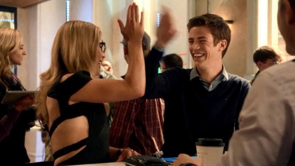 Felicity Smoak Returns To The Flash For Season 4 Emily Bett Rickards Television The Flash