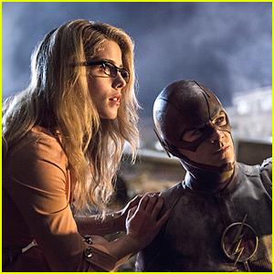 Felicity Smoak Returns To 'The Flash' For Season 4