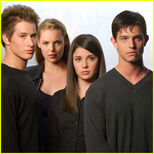 Could 'Roswell' Get The Reboot Treatment? One Star Thinks So