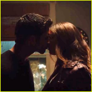 Scott & Malia Have Their First Kiss in 'Teen Wolf' Sneak Peek!