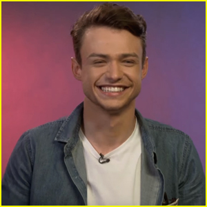 'Descendants 2' Star Thomas Doherty Plays Disney Charades