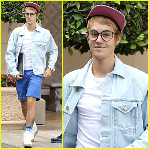Justin Bieber Flashes a Grin While Out & About in Beverly Hills
