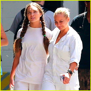 Maddie Ziegler & Sia Walk Arm-in-Arm Around 'Sister' Set