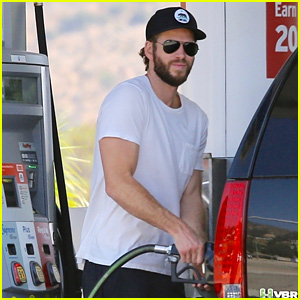 Liam Hemsworth Flashes His Bulging Biceps While Pumping Gas