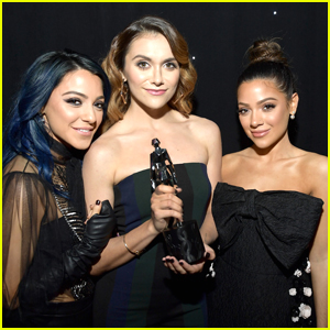 Niki & Gabi Present Alyson Stoner with Best Dance Performance Award at Streamys 2017