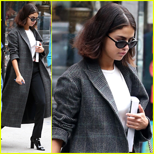 Selena Gomez's New iPhone Background Is A Pic of The Weeknd!