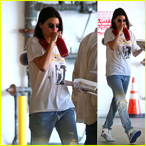 Kendall Jenner Squeezes in a Smoothie Break in LA!