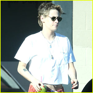Kristen Stewart Grabs Green Juice With Girlfriend Stella Maxwell