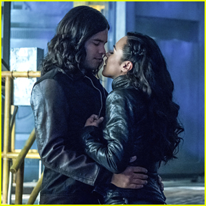 Cisco Meets Gypsy's Dad on 'The Flash' Tonight & It Does Not Go Well