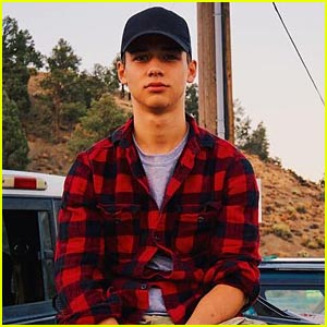 GMW's Uriah Shelton Gets Restraining Order After He Allegedly Kicks Friend in Stomach