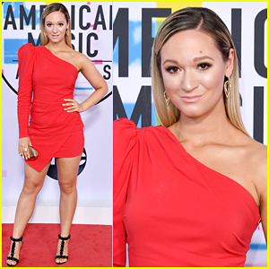Alisha Marie Goes Pretty in Red for AMAs 2017!