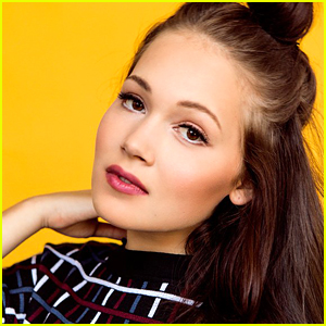 Kelli Berglund Is Beauty in 'Beauty & The Beast - A Christmas Rose' Panto!
