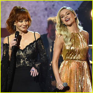 Kelsea Ballerini Performs with a Country Legend at CMA Awards 2017 (Video)