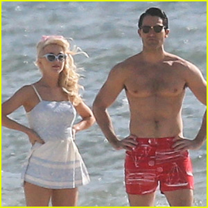 Tyler Hoechlin Looks So Hot While Shirtless at the Beach!