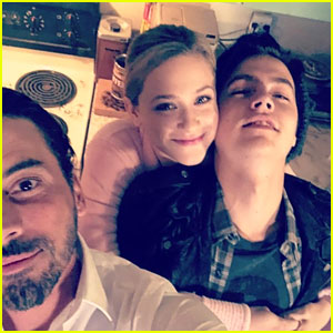 Riverdale's Lili Reinhart & Cole Sprouse Unite For Jones Family Holiday Selfie!