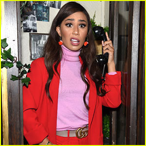 Eva Gutowski Battles an Angry Wasp in Her Bedroom - See Her Tweets!