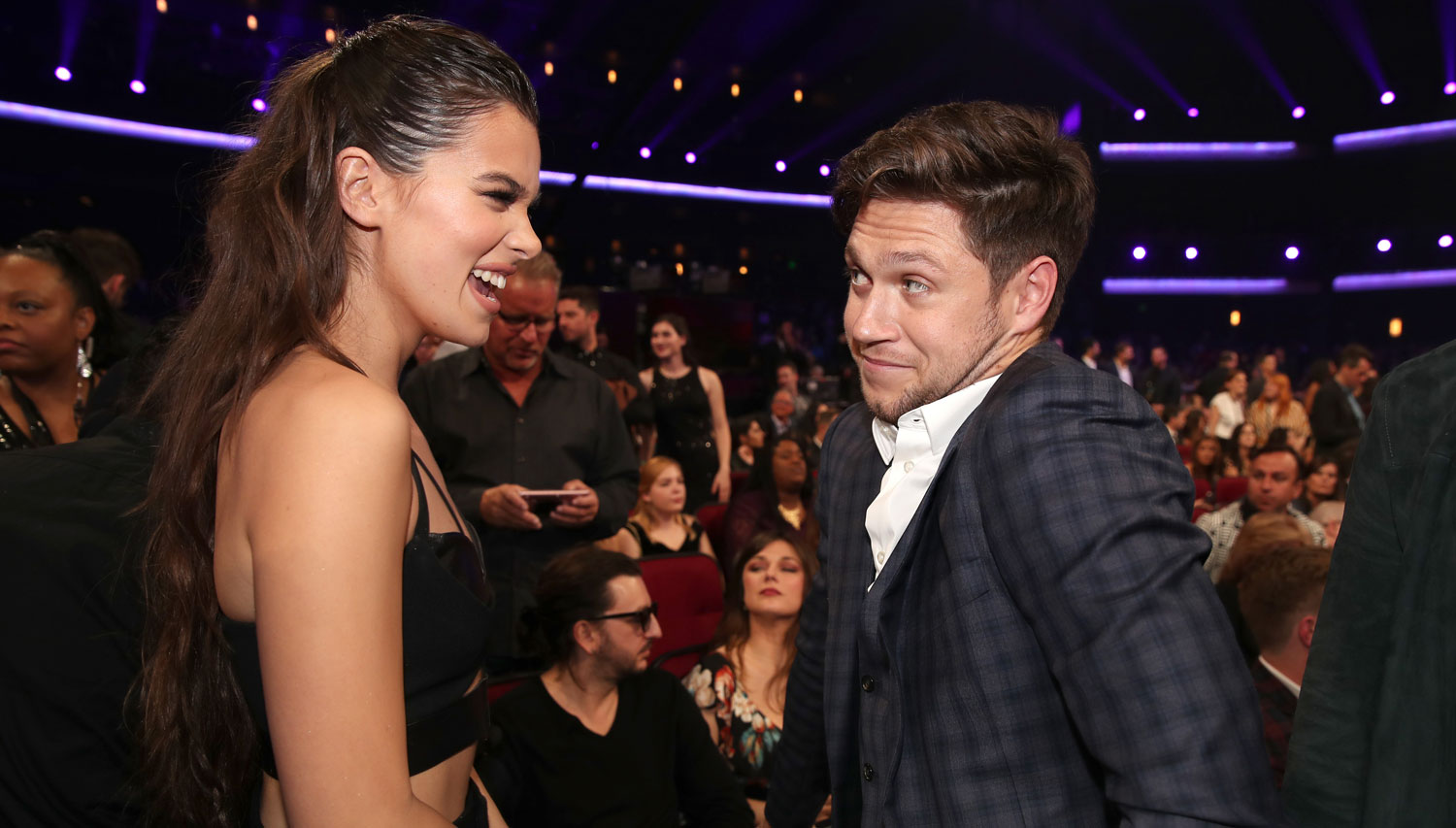 niall horan gushes about hailee steinfeld on her 21st. Black Bedroom Furniture Sets. Home Design Ideas