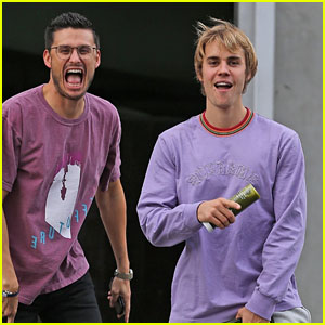 Justin Bieber Strikes a Pose While Grabbing Lunch With His Church's Preacher!