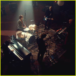 R5 Drop 'Lay Your Head Down' Live In Studio Music Video - Watch Now!