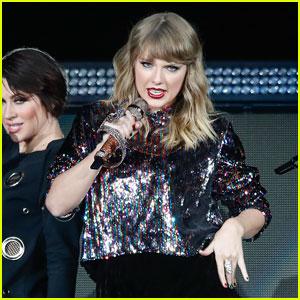 Taylor Swift Commands the Crowd at B96 Pepsi Jingle Bash