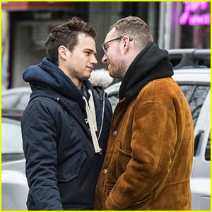 Sam Smith & Boyfriend Brandon Flynn Kiss While Walking in New York City!