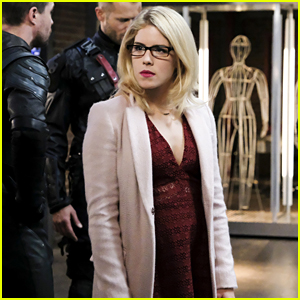 Felicity Might Just Know How To Save Star City on 'Arrow' Tonight