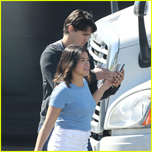 Gina Rodriguez Hangs Out With Her BF Joe LoCicero on the 'Jane The Virgin' Set!