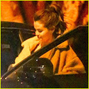Selena Gomez Spends Friday Night With Justin Bieber