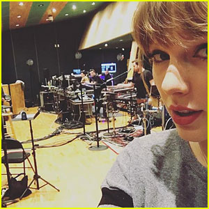 Taylor Swift Snaps a Selfie During 'Reputation' Tour Rehearsals