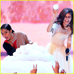 Zendaya & Yara Shahidi Get Into a Snow Ball Fight at KCAs 2018!