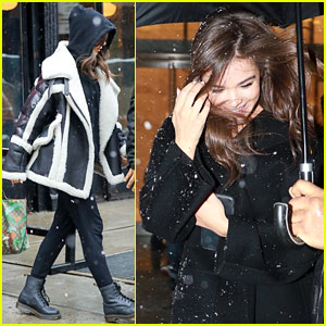 Hailee Steinfeld Bundles Up on a Snowy Day in NYC