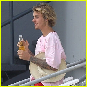 Justin Bieber Kicks Off His Weekend With a Boat Ride